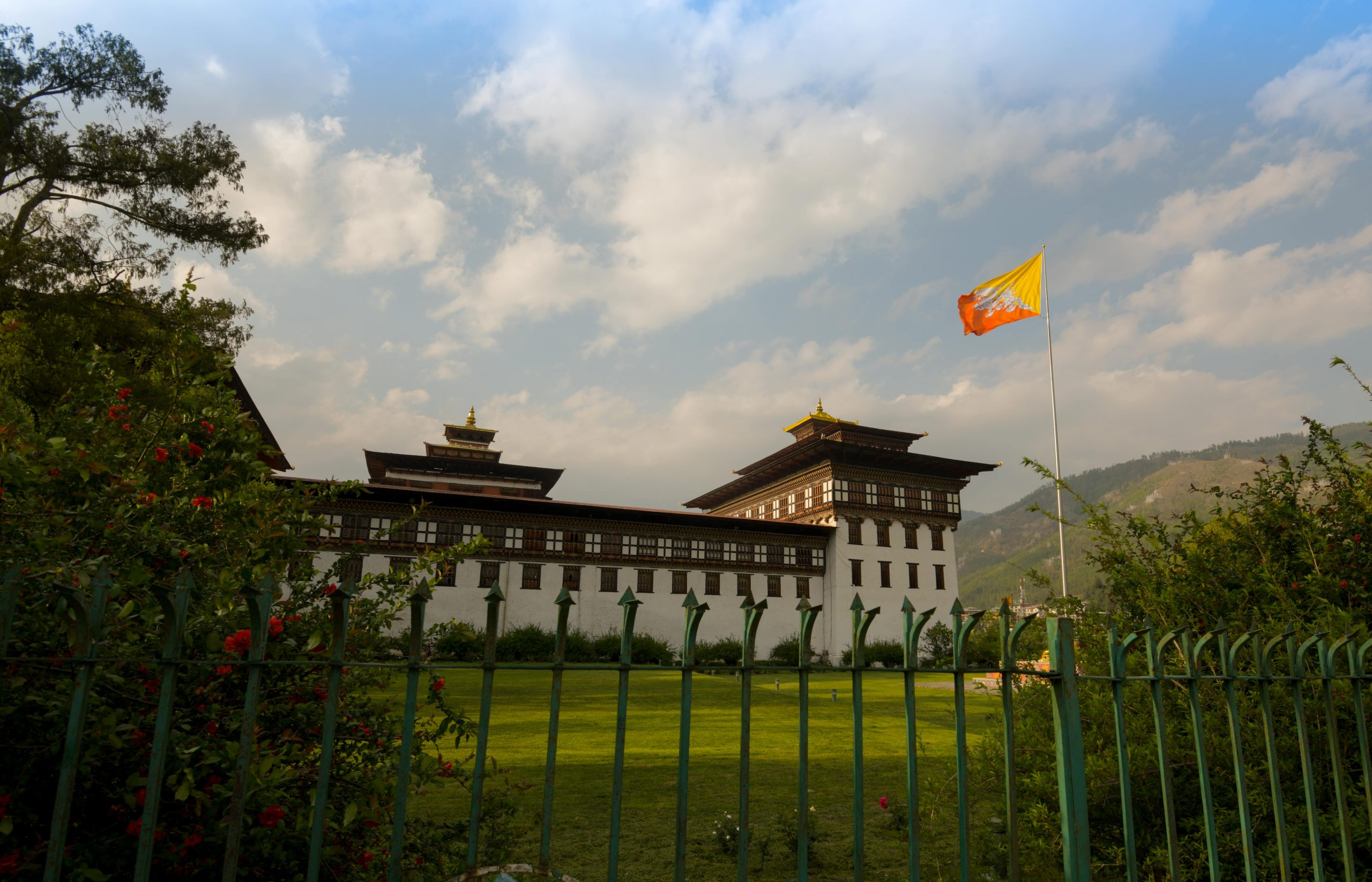 Tashichho Dzong in Thimpu with bhutanese flag (Bhutan)