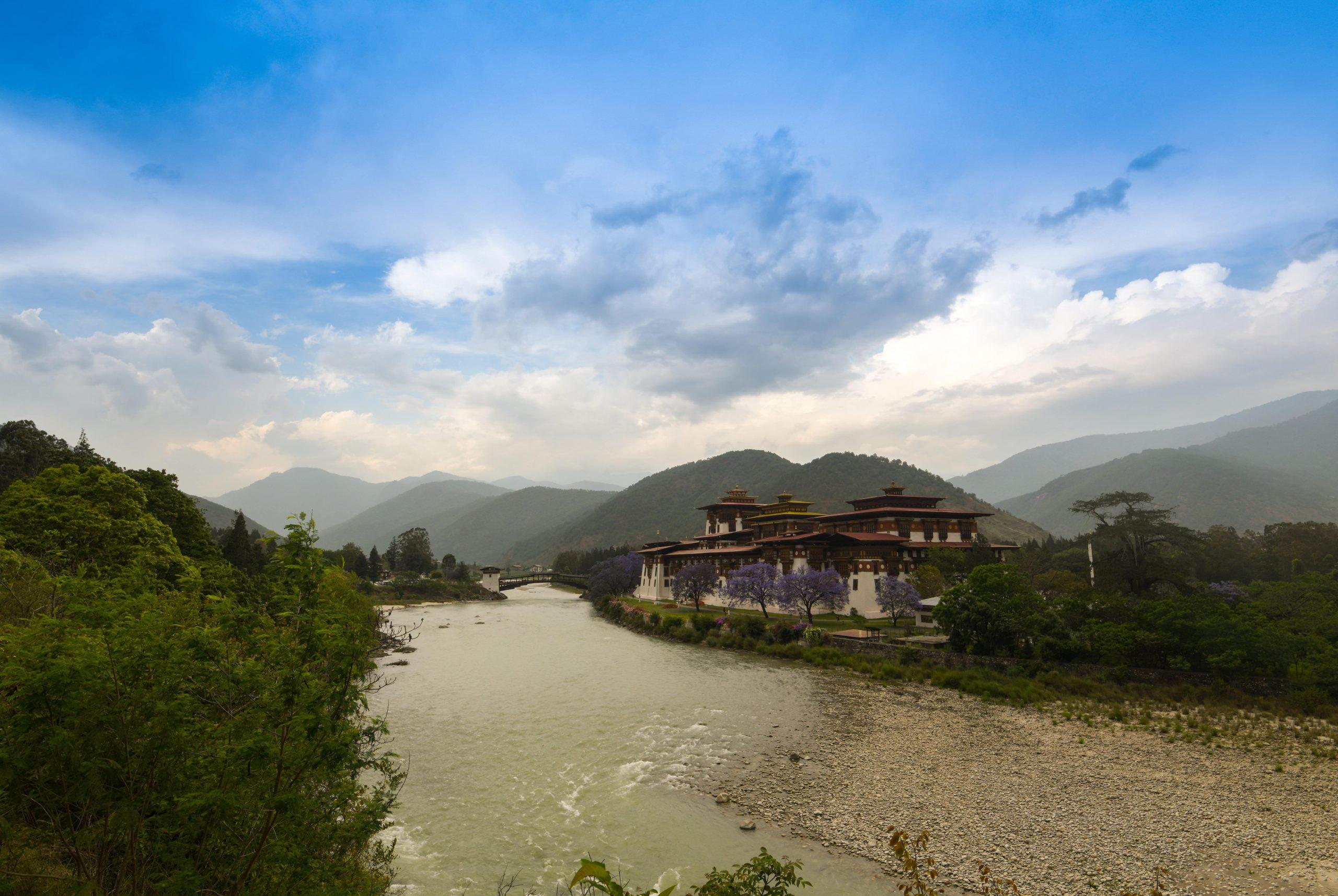 punakha dzong-min